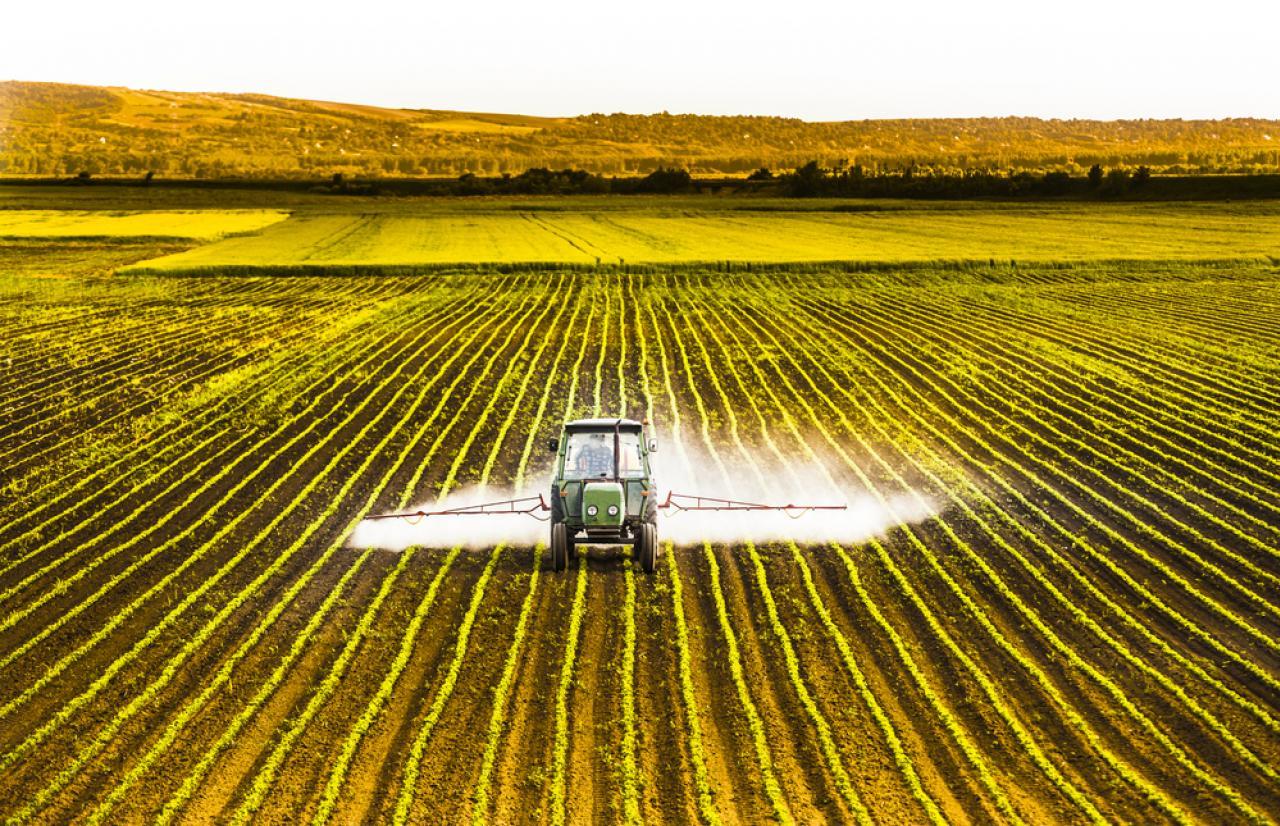 MérieuxNutriSciences_Pesticidesspray